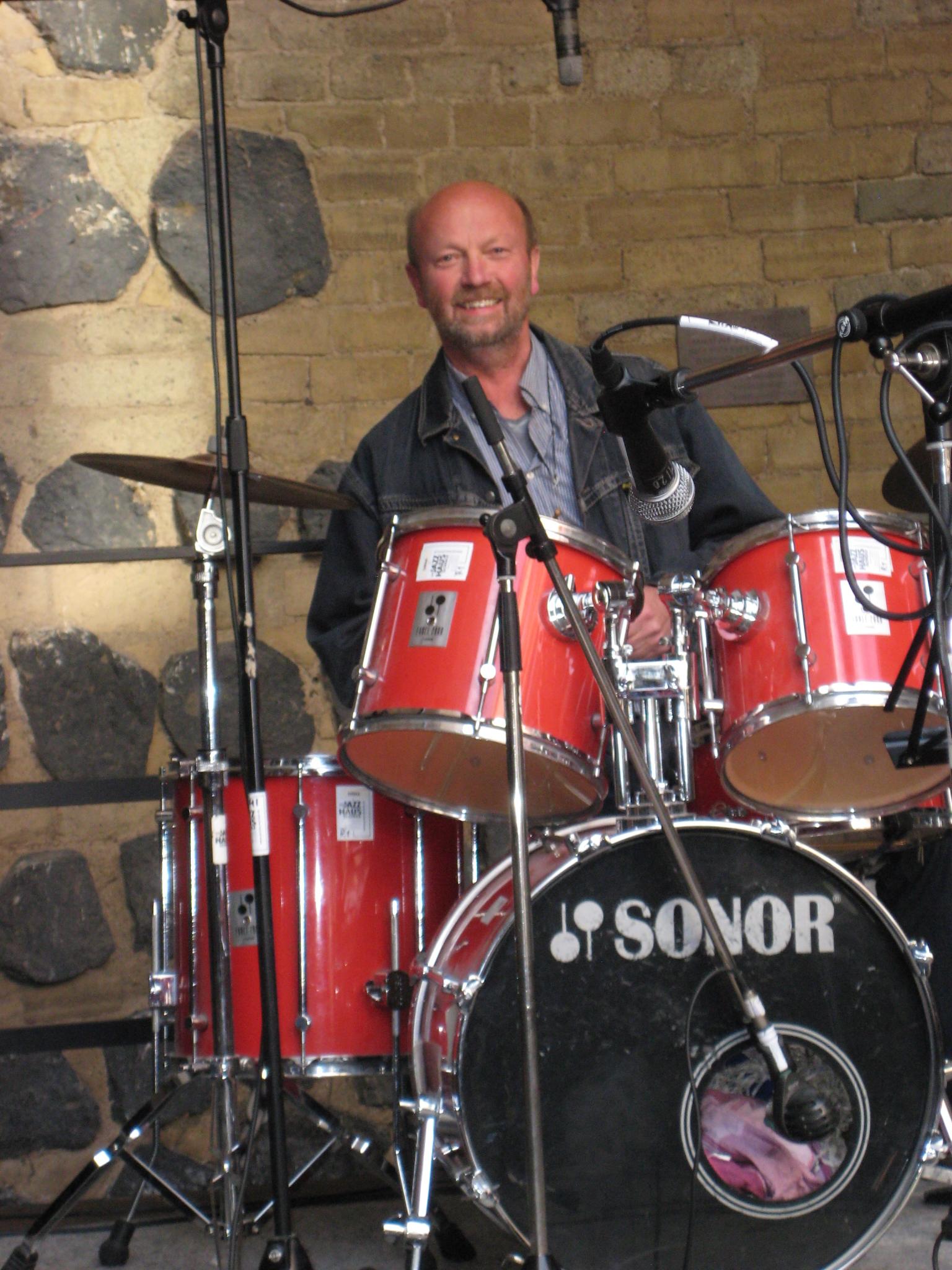 Bernhard Schmidt am Schlagzeug | Topspeed Design by Bernhard Schmidt