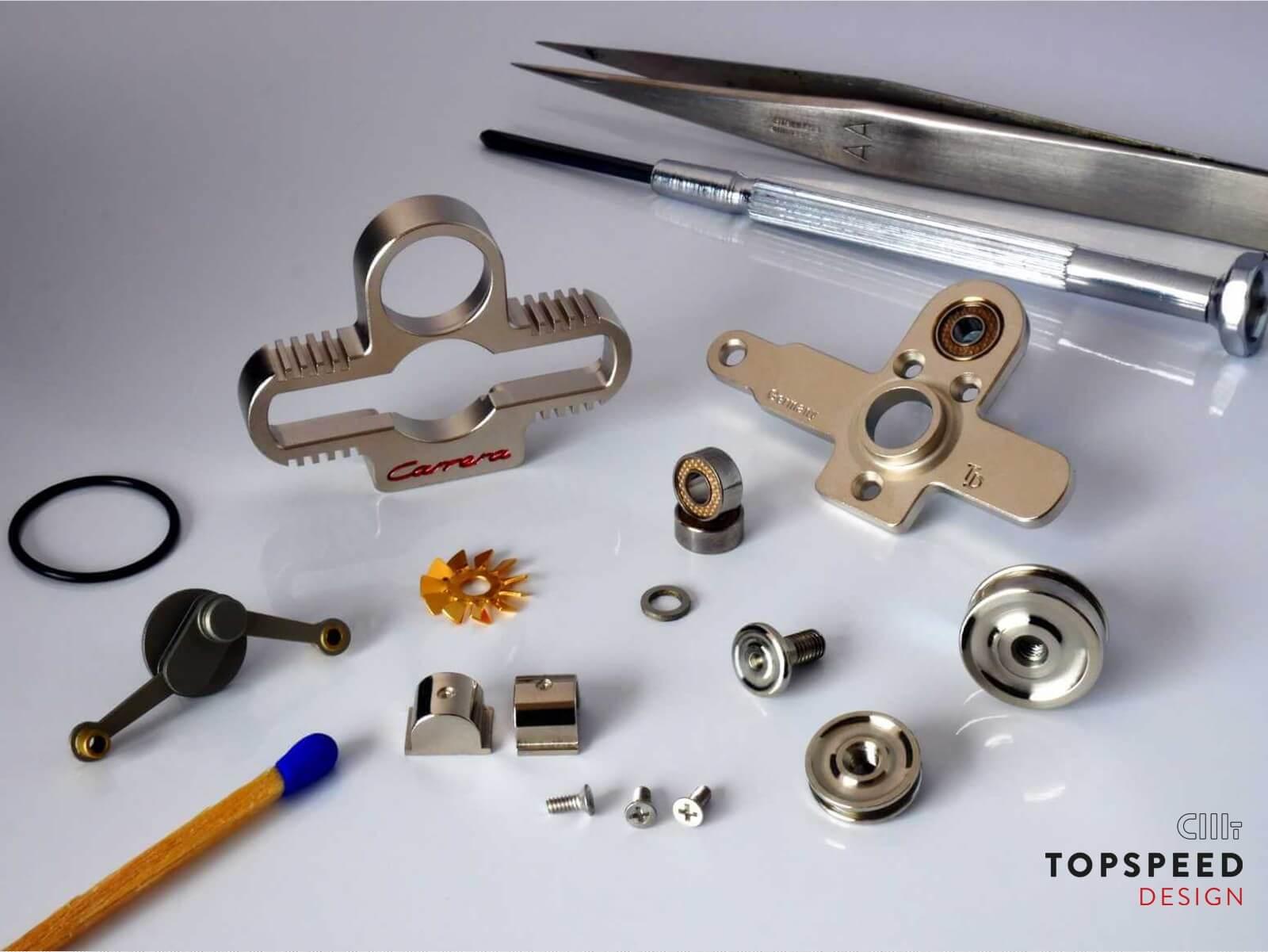 Schlüsselanhänger mit Wunschgravur - alle Einzelteile sichtbar | Topspeed Design by Bernhard Schmidt